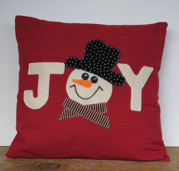 DIY Felt Holiday Pillows - Christmas DIY