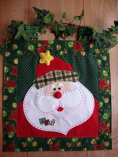 DIY Felt Holiday Pillows - Christmas DIY