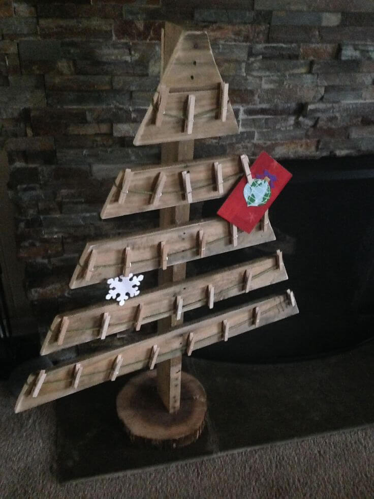 DIY Pallet Christmas Card Holder - Christmas DIY